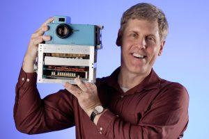 Cum fost măturată de aparatul foto digital compania Kodak, inventatoarea aparatului foto digital
