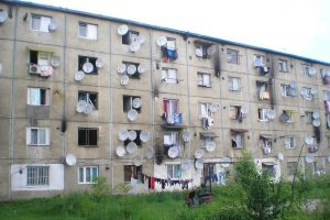 Incendierea unei ţări favelizate: cum au ajuns românii să accepte ghetoul ca stil de viaţă
