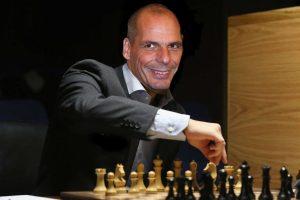 Trei scenarii pentru Grecia