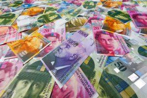De unde să cumperi franci elvețieni pentru a plăti rata mai ieftin
