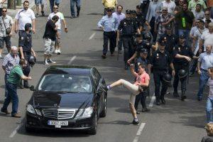 Uber și Taxify vs. taximetriști: cine are dreptate?